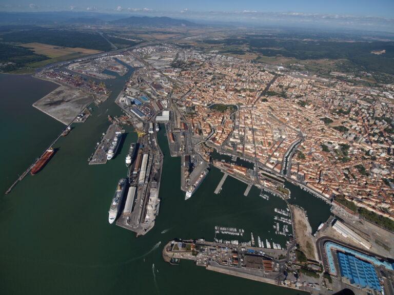 Traffici in calo nel porto di Livorno